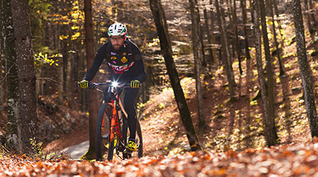 Mountain biking in autumn: 10 tips on clothing and routes