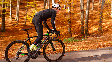 Road cycling in autumn: 10 useful tips
