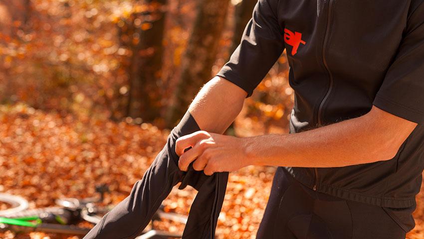 elasticinteface-biker-road-tips-useful gloves