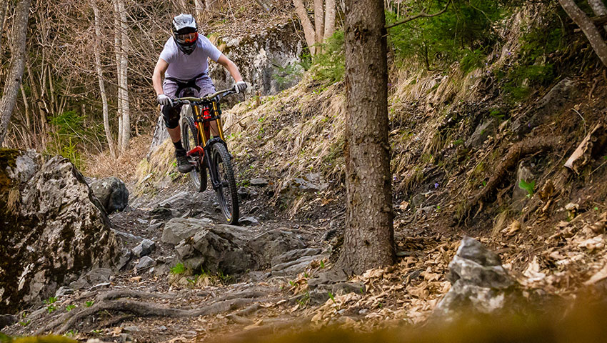 Mountain biker extreme elasticinterface downhill tips